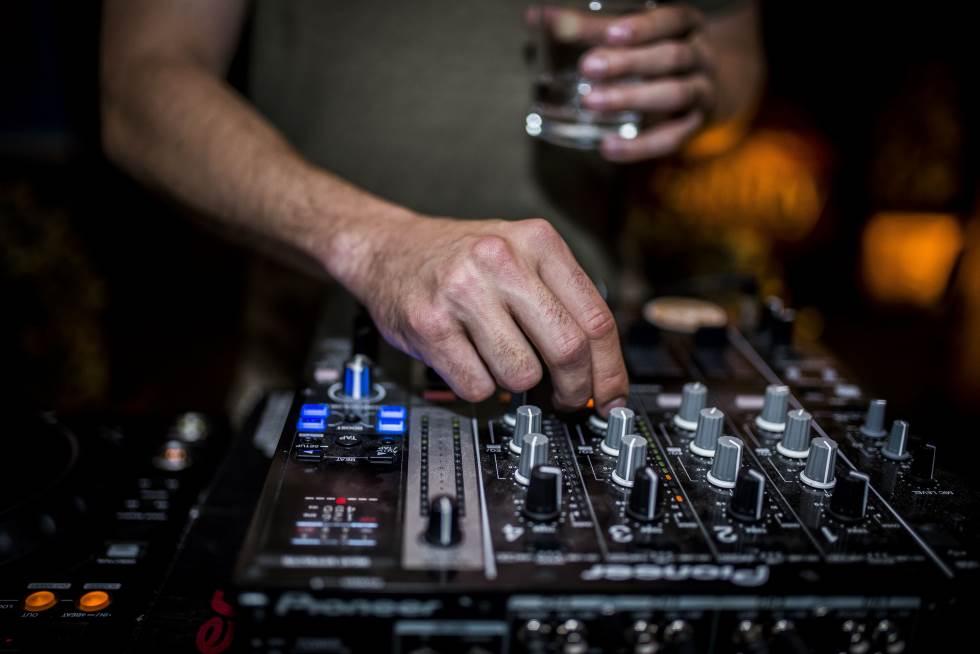 Akce s Coconut DJ ve čtvrtky v JohnBar Clubu